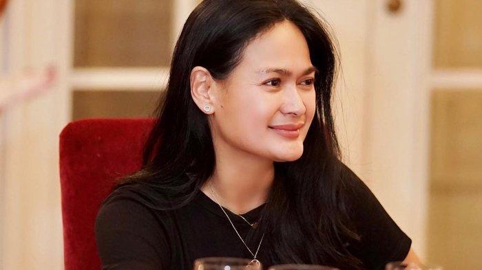 Masih Ingat Donna Harun? Cerai Dari Cucu Presiden Seokarno, Kini Bahagia Bersama Suami Ketiga