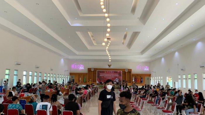 DPD Gerakan Angkatan Muda Kristen Indonesia (GAMKI) Sulawesi Utara (Sulut) dan Polda Sulut bekerjasama dengan Institut Agama Kristen Negeri (IAKN) Manado sukses menggelar Vaksinasi Merdeka bagi masyarakat dan mahasiswa di Aula Kampus IAKN, Rabu (22/9/2021).
