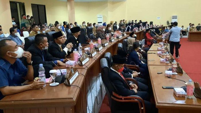 Dewan Perwakilan Rakyat Daerah (DPRD) Kabupaten Bolaang Mongondow (Bolmong), menggelar rapat paripurna pergantian antar waktu (PAW) terhadap dua anggota legislatif (Aleg) dari Partai Golkar yang meninggal dunia, Masa Bakti 2019-2024.