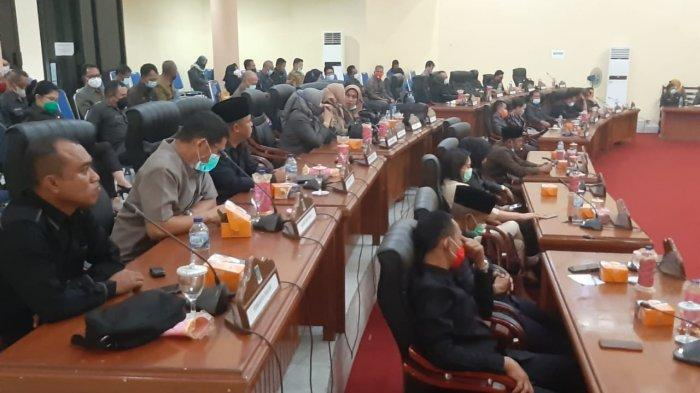 DPRD Kabupaten Bolaang Mongondow (Bolmong) menyetujui Ranperda APBD Tahun anggaran 2021 menjadi Perda lewat rapat paripurna yang dilaksanakan Senin 30 November 2020.