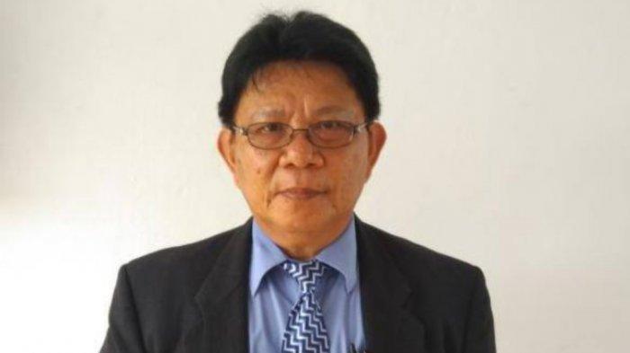 Dr Robert Winerungan M. Si.
