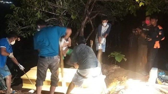 Dua jenazah terduga teroris Mujahidin Indonesia Timur (MIT) Poso berhasil dievakuasi dan dimakamkan.