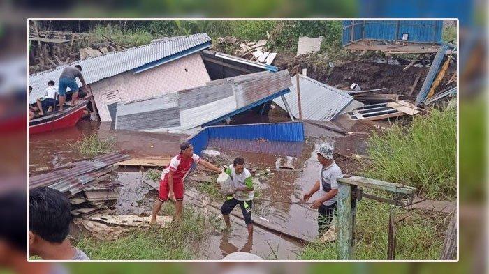 Dua unit Rumah di Parit 6 Dusun Jaya Abadi, Desa Menteng, Kecamatan Mendahara longsor ke dalam sungai, Minggu (22/11/2020) sekitar pukul 04.00 WIB.