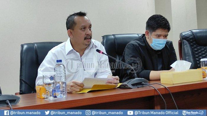 Ketua Fraksi Golkar DPRD Sulut, Raski Mokodompit (kanan)dan Wakil Ketua I DPD Partai Golkar Sulut, Feryando Lamaluta memberikan keterangan pers di ruang serbaguna DPRD Sulut, Rabu (27/01/2021).