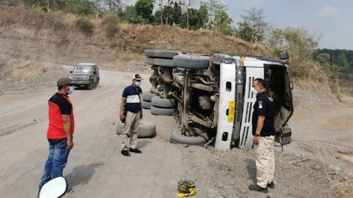 Kecelakaan Maut Pukul 06.00 WIB, Sopir Tewas Usai Tertimbun Material, Truk Oleng Lalu Terguling