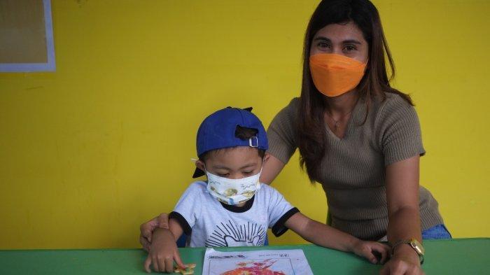 Dwi Melin Koitoli bersama anaknya Rafli menderita Kanker
