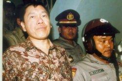 Eddy Tansil, koruptor yang kabur dari penjara 8 Mei 1996. Kasus korupsi Bapindo.