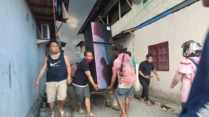 Ekspresi warga yang menjadi korban kebakaran hebat di pasar tua tepatnya di lingkungan IV kelurahan Bitung Tengah, Kecamatan Maesa Kota Bitung Provinsi Sulut