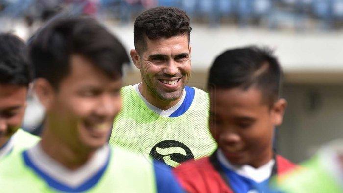 Robert Rene Alberts Sebut Fabiano Beltrame Bisa Bantu Bentuk Karakter Persib Bandung