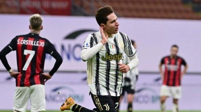 Federico Chiesa berselebrasi usai menjebol gawang AC Milan dalam laga AC Milan vs Juventus di San Siro, Kamis (7/1/2021) dini hari WIB.