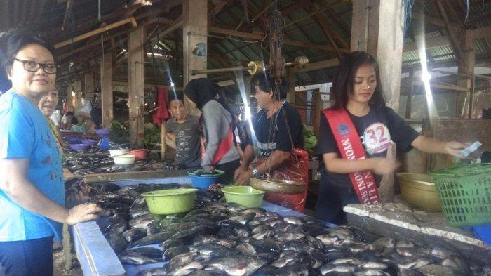 Finalis Nyong Noni Sulut Berkunjung ke Pasar Airmadidi, Penjual dan Warga Ramai Minta Foto