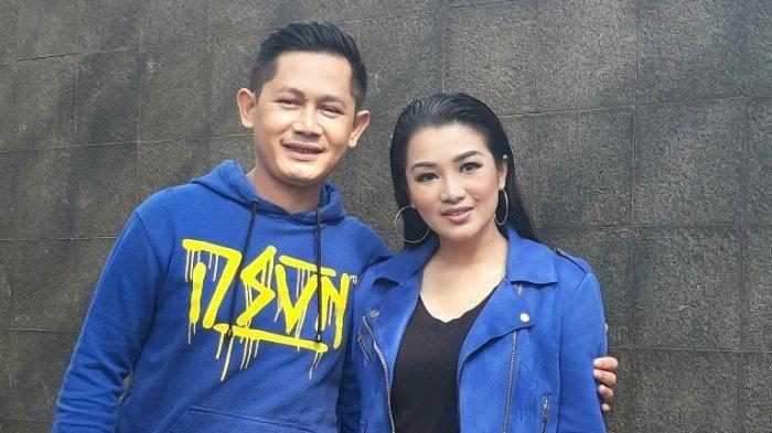 Fitri Carlina dan Hendra Sumendap di TransTV, Jalan Kapten Tendean, Mampang Prapatan, Jakarta Selatan, Kamis (30/7/2020).