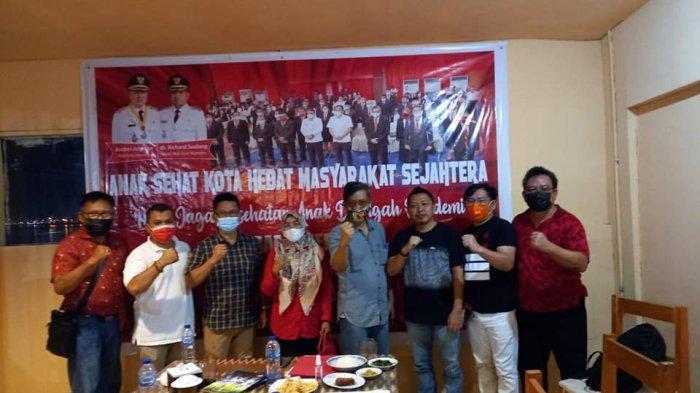 Foto beberapa pengurus FKDM Kota Manado seusai rapat kerja