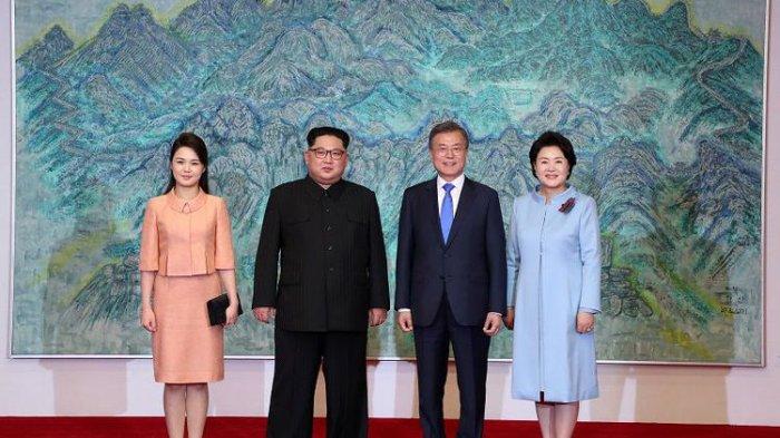 Pertemuan Dua Ibu Negara Korea yang Menarik Perhatian Dunia