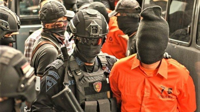 3 Eks Petinggi FPI Ditangkap Densus 88, Terkait Kasus Munarman, 'Mereka Punya Jabatan Strategis'
