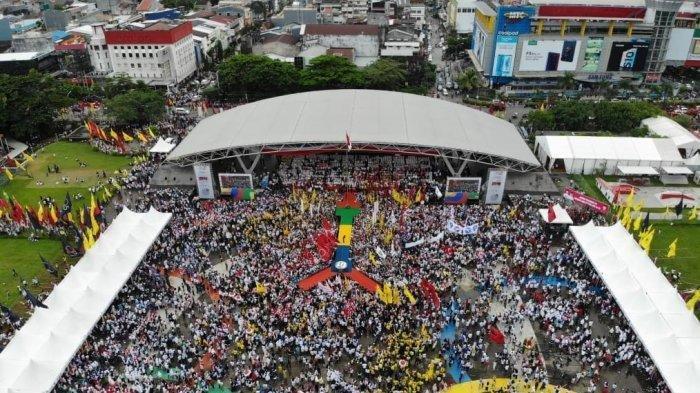 Bandingkan Foto Massa Jokowi dan Prabowo saat Kampanye Terbuka di Makassar