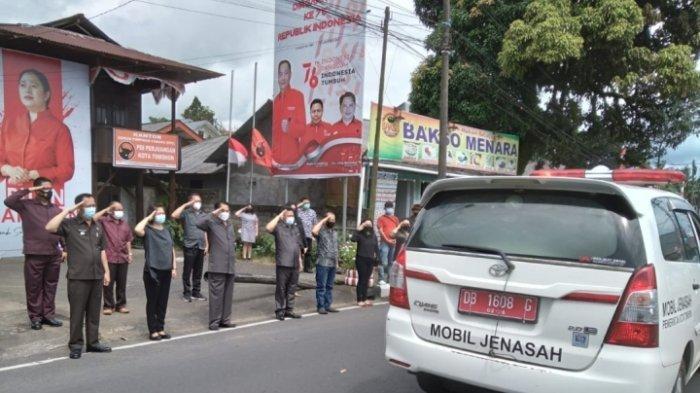 Wali Kota Tomohon Caroll Senduk Berikan Penghormatan Terakhir Untuk Almarhum Eliert Paat