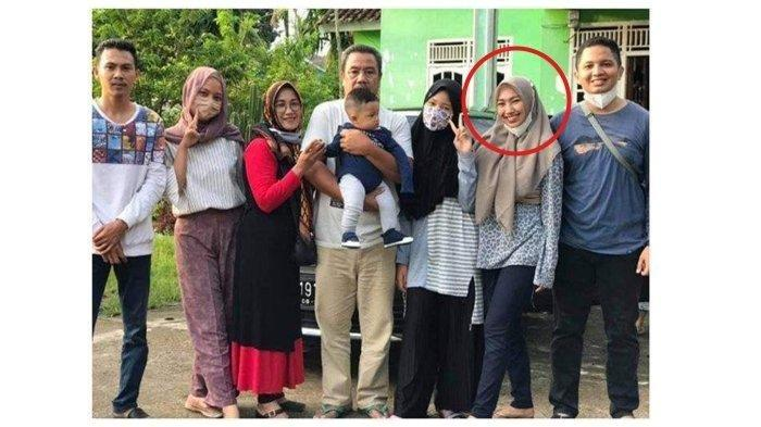 foto keluarga indah Halimah putri, sebelum menjadi korban kecelakaan Sriwijaya Air