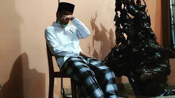 Potret Kesedihan Presiden Jokowi, Usap Wajah di Pemakaman Ibunda, Ustaz Yusuf Mansur Terenyuh