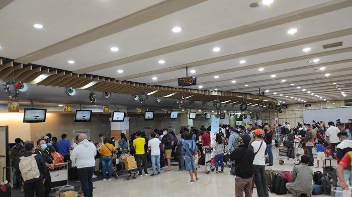 Suasana terminal keberangkatan Bandara Internasional Sam Ratulangi Manado