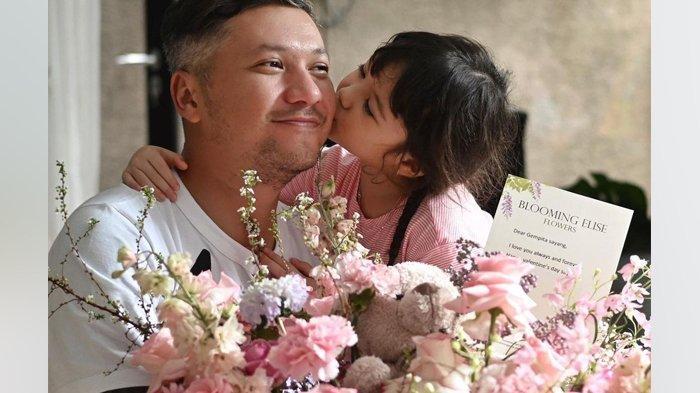 Gading Marten Rayakan Ulang Tahun di Rumah Gisel, Menangis saat Gempi Nyanyi Lagu 'I Love You Daddy'