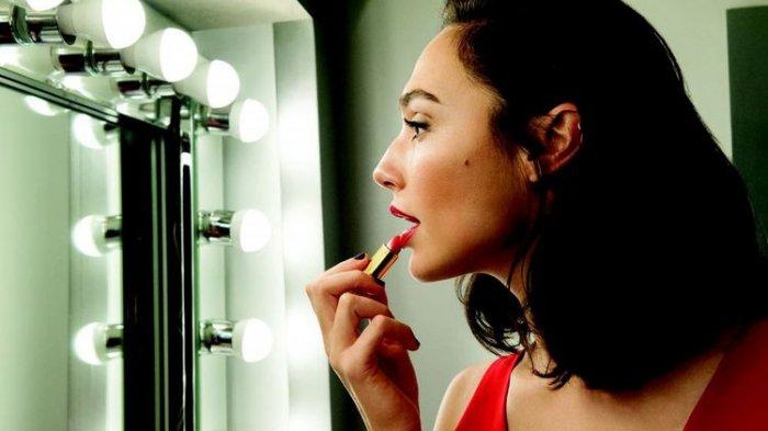 Gal Gadot menjadi duta kosmetik Revlon terbaru