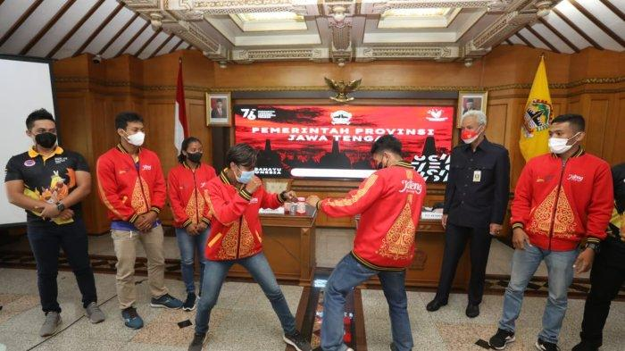 Ganjar memberikan selamat kepada lima atlet kickboxing Jawa Tengah yang membawa pulang tiga emas dan dua perunggu.