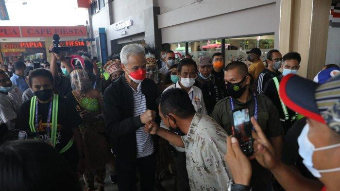 Ganjar Pranowo saat tiba di bandara Sentani Jayapura Papua