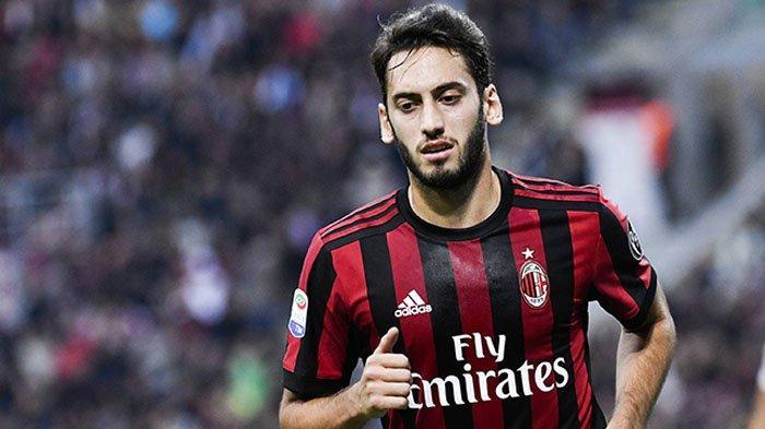 Cari Pengganti Hakan Calhanoglu, AC Milan Kejar Pemain Muda RB Salzburg, Bersaing dengan Juventus