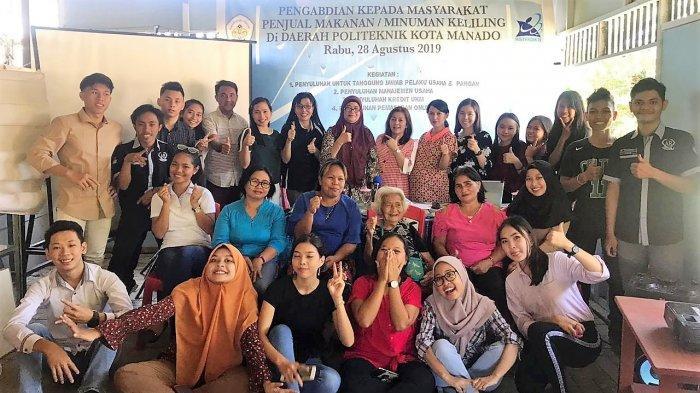 Gelar PKM, Polimdo Ajarkan Penjual Keliling Cara Memasarkan Produk Secara Online