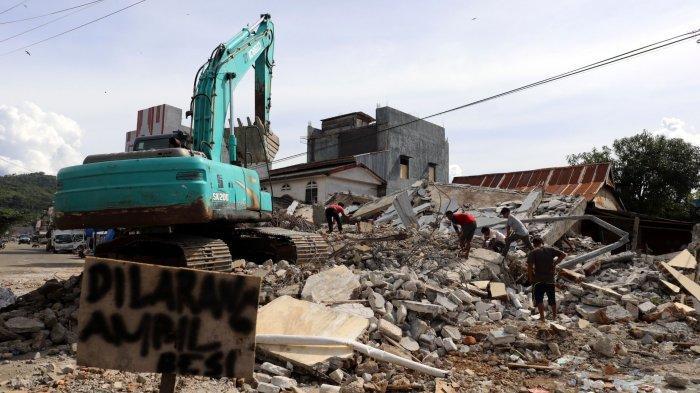 Mitigasi Bencana Berbasis Kearifan Lokal, Warga Sulawesi Barat Bangun Rumah Tahan Gempa