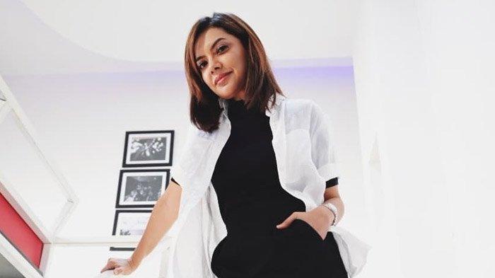 Genap 44 Tahun, Potret Masa Kecil Najwa Shihab Sukses Curi Perhatian
