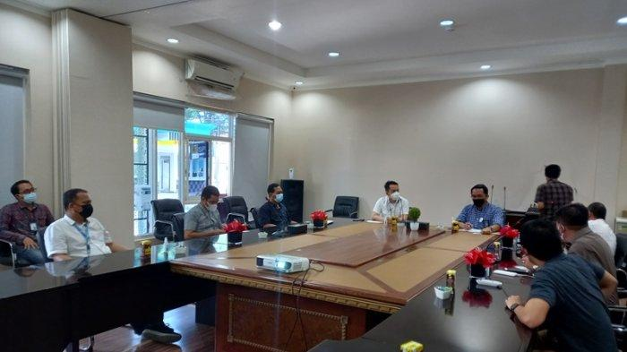 GM PLN UIW Suluttenggo Apresiasi Kinerja Tribun Manado, Leo Basuki:Minta Tips dan Trik Live Facebook