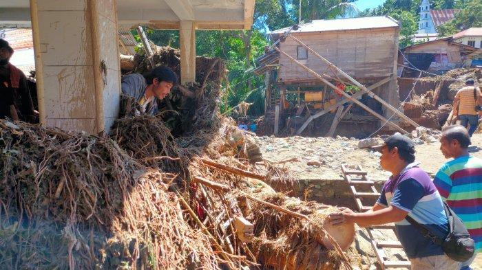 Banjir di Bolmong, Pohon dan Lumpur Tutup Gereja GMIBM Sion di Desa Batu Merah