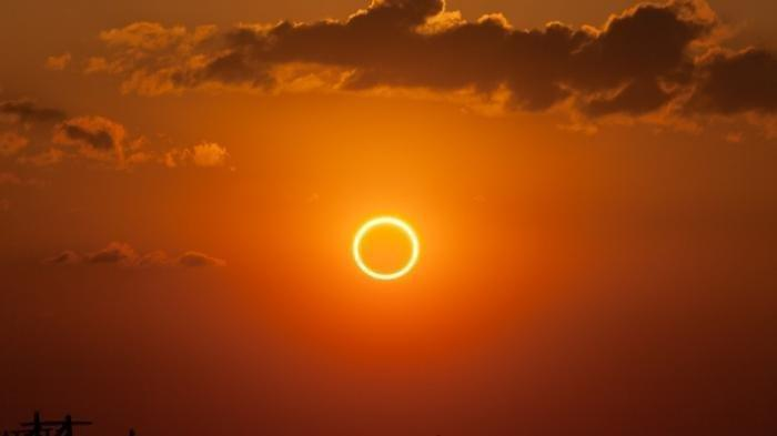 MASIH BERLANGSUNG Tonton Via Ponsel, Jangan Lihat Gerhana Matahari Cincin Secara Langsung, Bahaya!