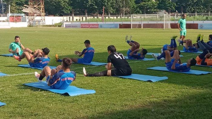 Geri Mandagi Ikut Latihan Bersama Sulut United di Stadion Klabat