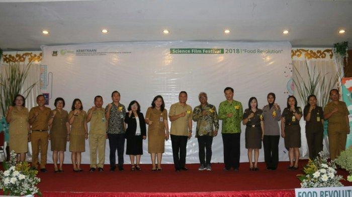 Wali Kota Tomohon Jimmy Eman Buka Science Film Festival 2018