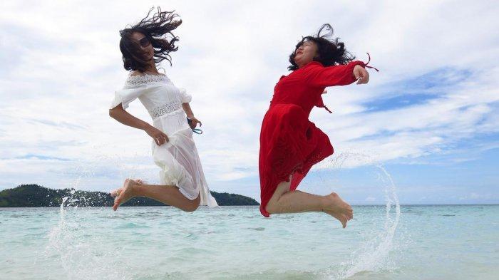 Grand Luley Manado menawarkan paket perjalanan ke tiga pulau, Bunaken, Nain, Siladen/Mantehage dengan harga paket Rp 285 per orang.
