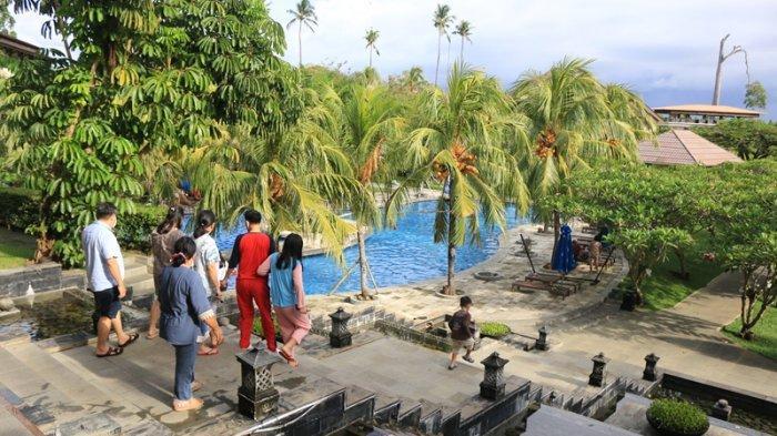 Grand Luley Manado menghadirkan paket Trip Tiga Pulau yang di mana pengunjung dapat menikmati suasana alam dari tiga pulau eksotis Manado.