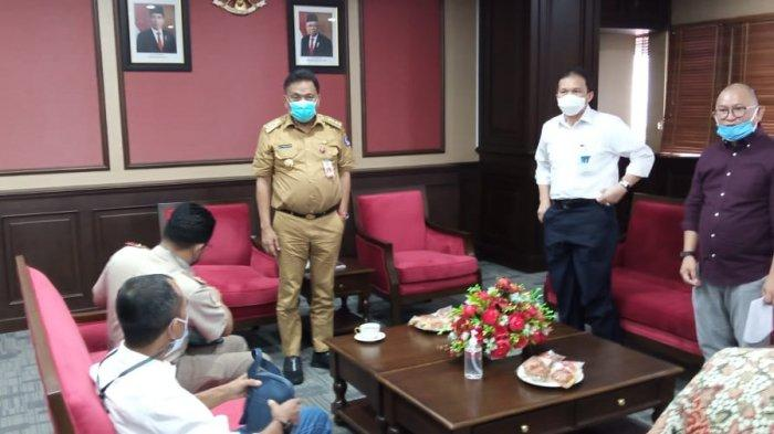 Gubernur Olly Dondokambey berkantor usai melakukan cuti kampanye Pilkada Sulut, Senin (7/12/2020), langsung menerima perwakilan nelayan dan eksportir ikan yang tergabung dalam Ikatan Pengusaha Perikanan (IPP) Sulawesi Utara.