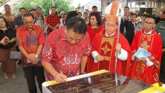 Gubernur Olly Dondokambey Resmikan Gereja Paroki Lolah