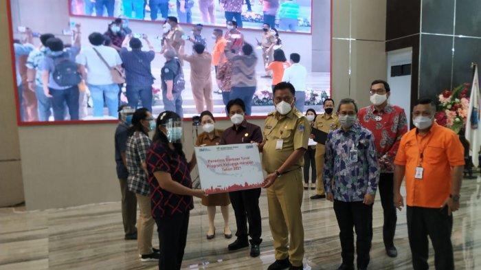 Gubernur Olly Serahkan Program Bansos Jokowi, Ingatkan Penyaluran Tanpa Potongan
