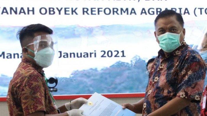Program Jokowi Redistribusi Aset, Gubernur Olly Serahkan SK Hutan Adat dan Sosial