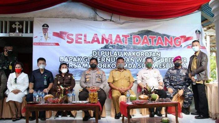 Gubernur Sulawesi Utara Olly Dondokambey mengunjungi wilayah perbatasan kepulauan terluar Indonesia Desa Kakorotan, Kecamatan Miangas,Kabupaten Kepulauan Talaud, Sulawesi Utara.