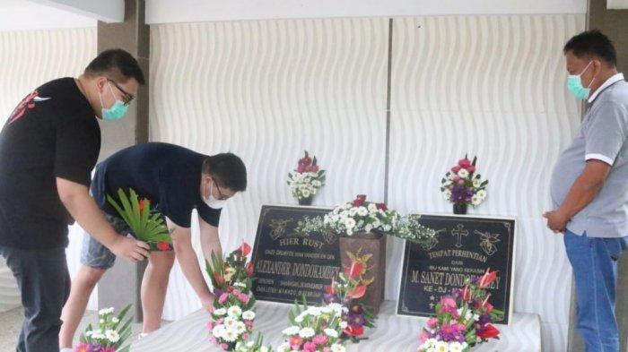 Gubernur Sulut Olly Dondokambey dan 2 Putranya Ziarah ke Makam Keluarga