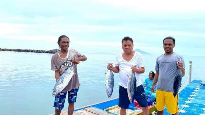 Olly Dondokambey Jelajah Laut Pakai Kayak, Ketemu Nelayan Langsung Beli Ikan Cakalang