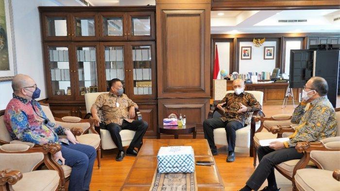 Gubernur Sulut, Olly Dondokambey bertemu Menkop UMKM RI, Teten Masduki di kantor Kemenkop UMKM, Kamis (16/09/2021).