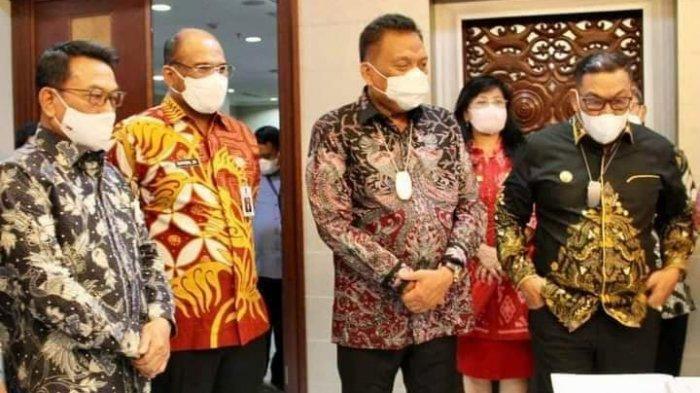 Gubernur Sulut Olly Dondokambey melakukan Penandatanganan Kesepakatan Bersama dan Perjanjian Kerjasama sektor Kelautan dan Perikanan dengan 5 Gubernur lainnya di Wilayah Indonesia Timur.