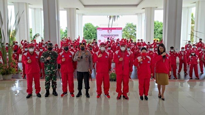 Gubernur Sulut, Olly Dondokambey, Ketum KONI Sulut, Steven Kandouw dan Forkompimda Sulut melepas kontingen PON Sulut di pendopo rumah dinas Gubernur Sulut, Bumi Beringin, Manado, Selasa (21/09/2021).