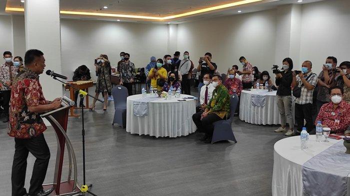Gubernur Sulut, Olly Dondokambey membuka Kurasi Produk UMKM Bangga Buatan Indonesia Sulawesi di Grand Whiz Manado, Kamis (27/05/2021).